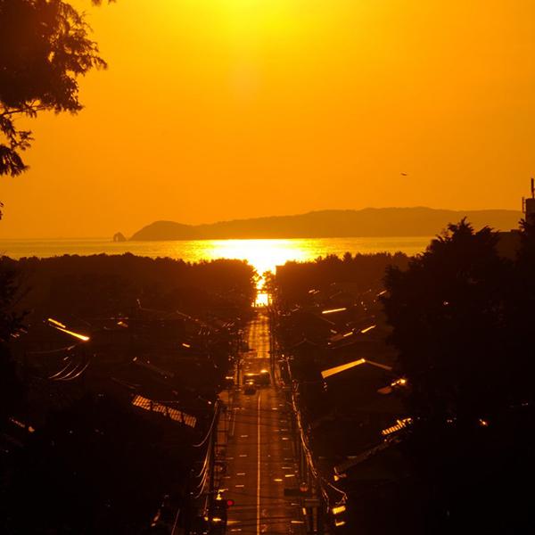 【終了】年に2回の「光の道」を見るチャンスが到来!宮地嶽神社がCMで話題の絶景を見るイベント開催!